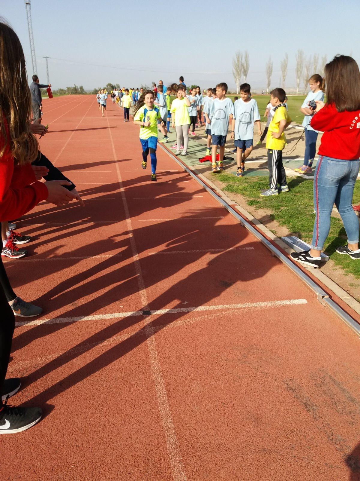 martes en el gimnasio del IES Alcrebite y jueves en las pistas de Atletismo