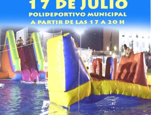Fiesta acuática en la piscina de verano